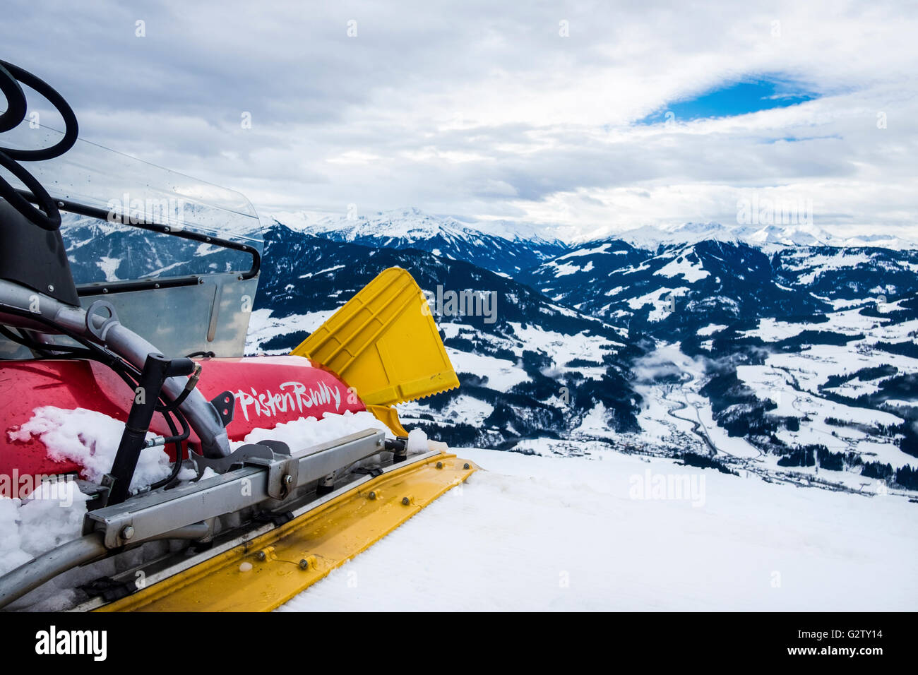 PistenBully piste groomer maintaining the slopes in Brixen / Soll in the SkiWelt area in Austria. - Stock Image