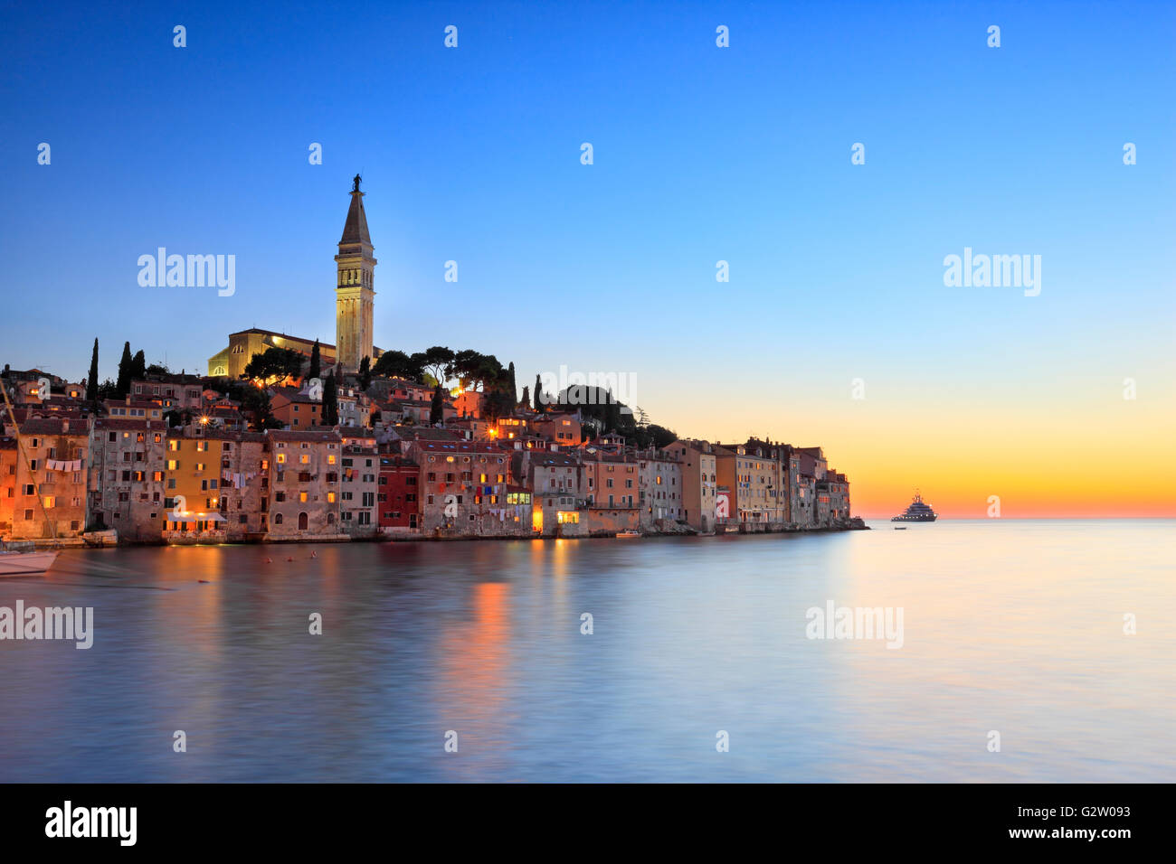 Rvinj town in the night - Stock Image