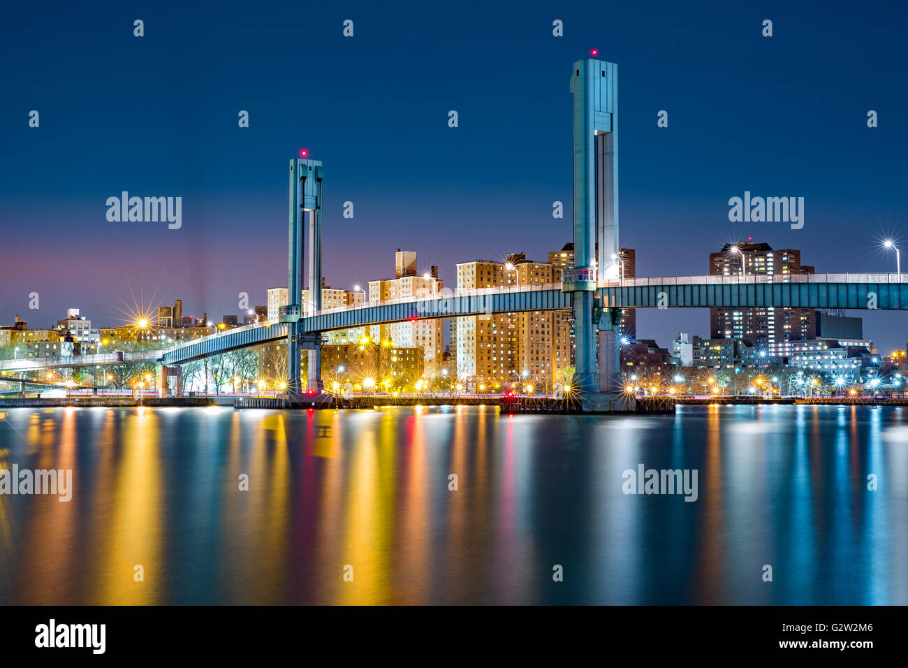 Wards Island pedestrian bridge crosses the Harlem River between Manhattan Island and Wards Island in New York City - Stock Image