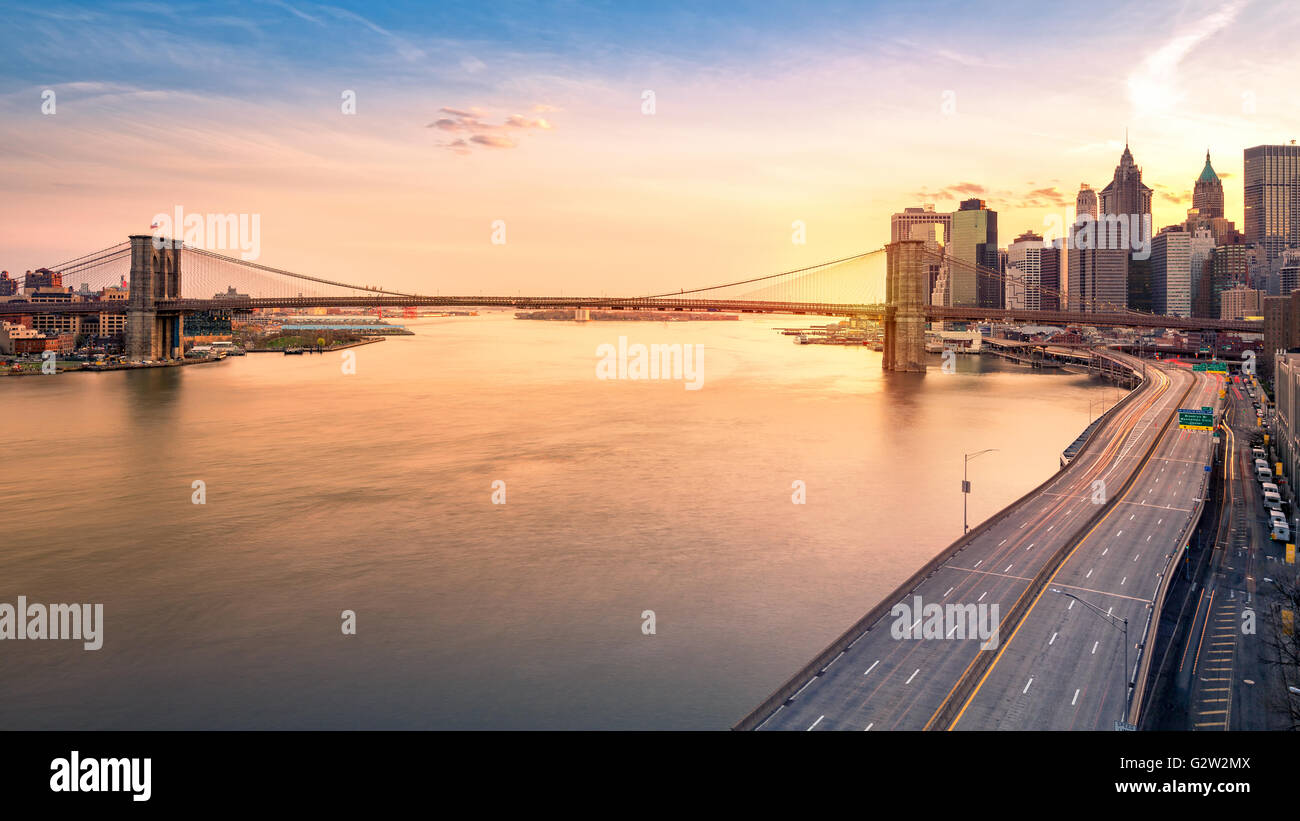 Brooklyn Bridge and FDR drive at sunset - Stock Image