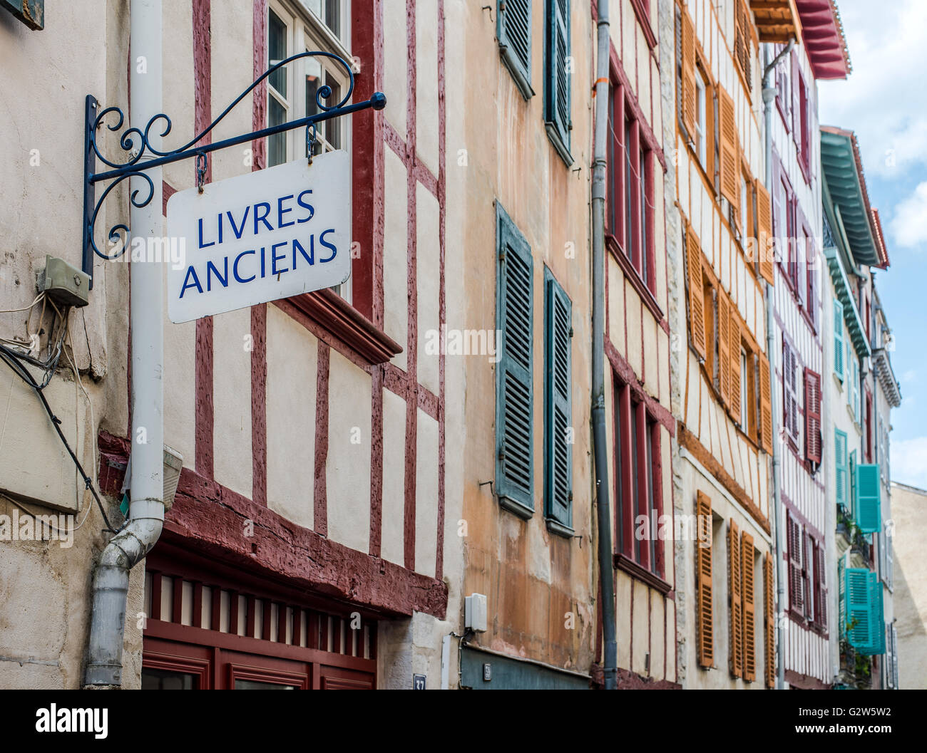 Antique books, in french, signboard in a facade of typical building of Aquitaine. Bayonne, Franc - Stock Image