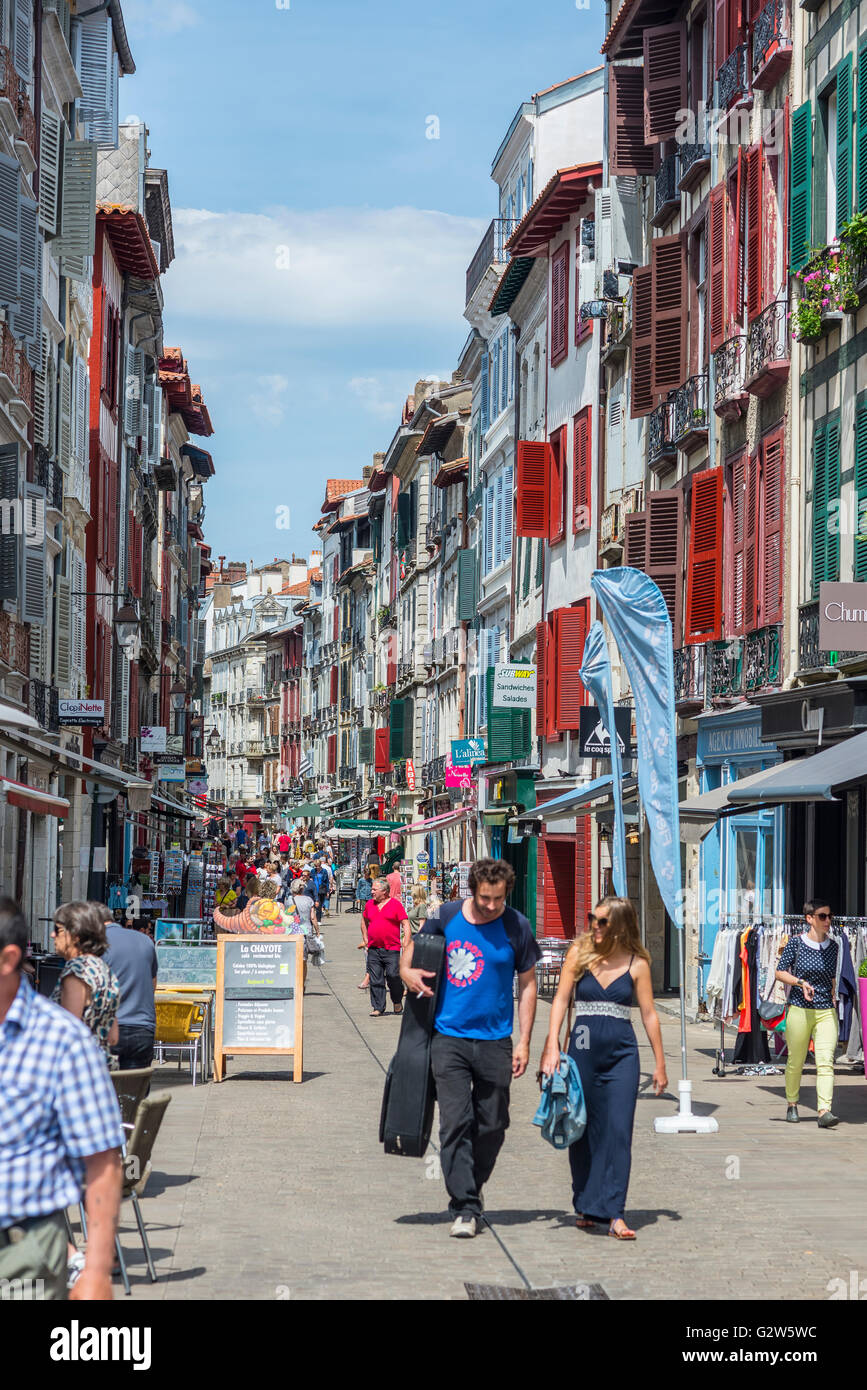 People walking in Rue de Espagne street, the main shopping street in Bayonne. Aquitaine, France. - Stock Image