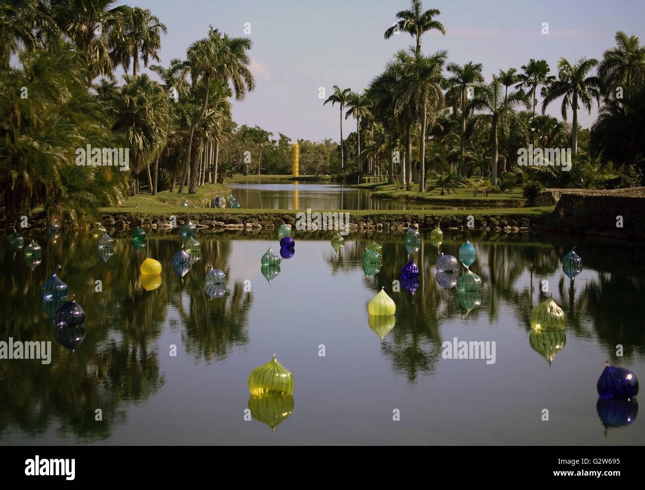 Tropical garden pond at the Fairchild Tropical Botanical Garden ...
