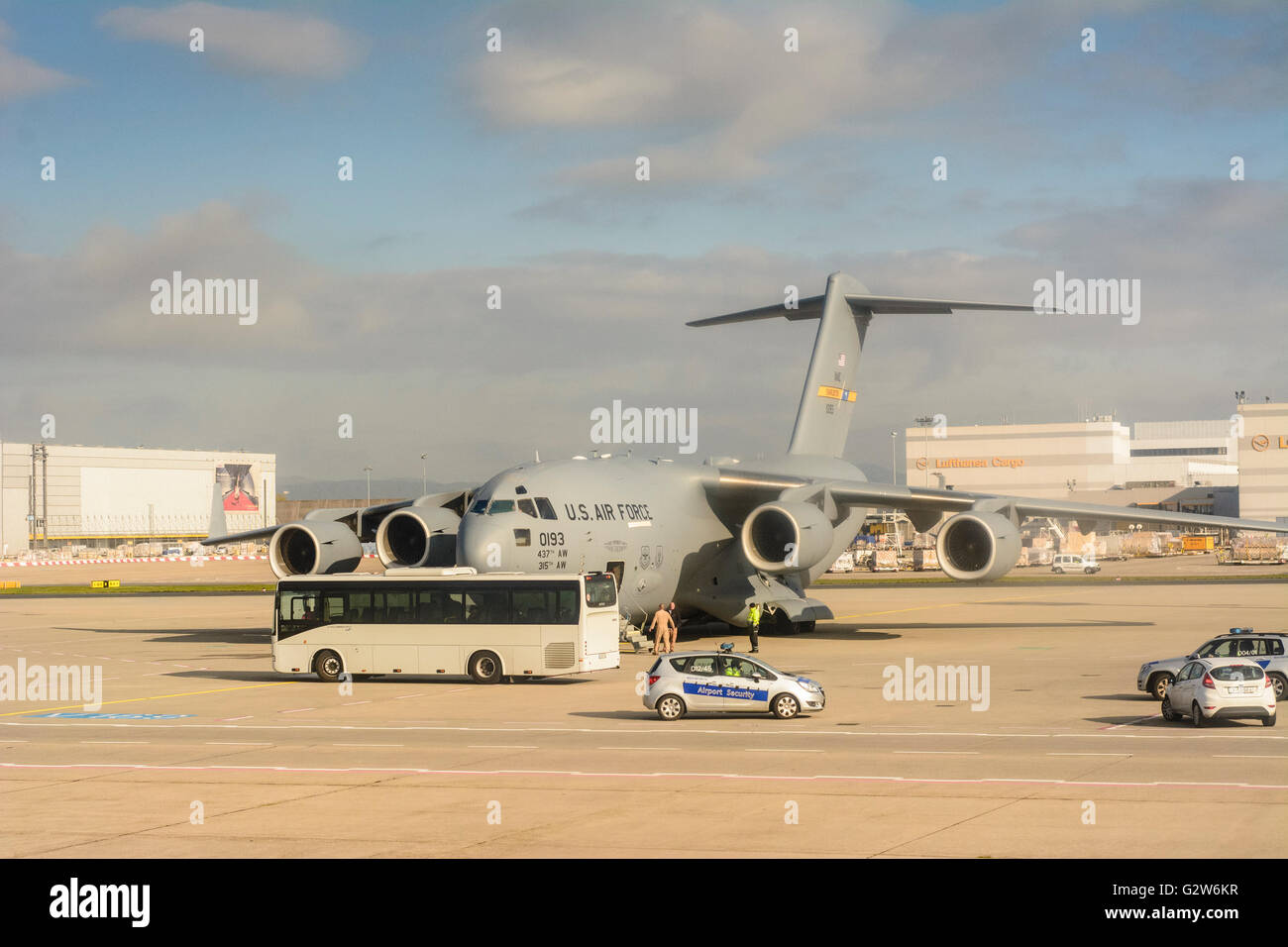 Frankfurt Airport : US Air Force Boeing C - 17A Globemaster III strategic airlifter on the apron, Germany, Hessen, - Stock Image