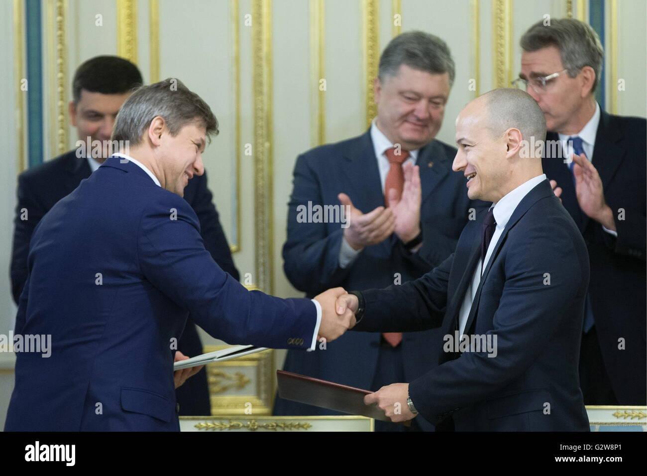 Kiev, Ukraine. 03rd June, 2016. Ukraine's Finance Minister Oleksandr Danylyuk and Joel Sandefur (L-R front), - Stock Image