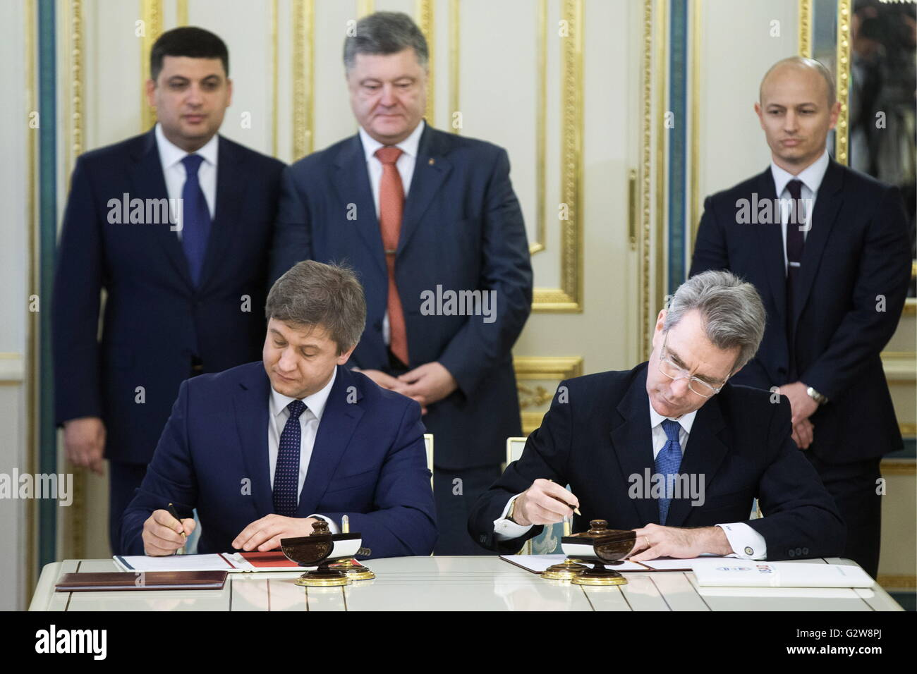 Kiev, Ukraine. 03rd June, 2016. Ukraine's Finance Minister Oleksandr Danylyuk and US Ambassador to Ukraine Geoffrey - Stock Image