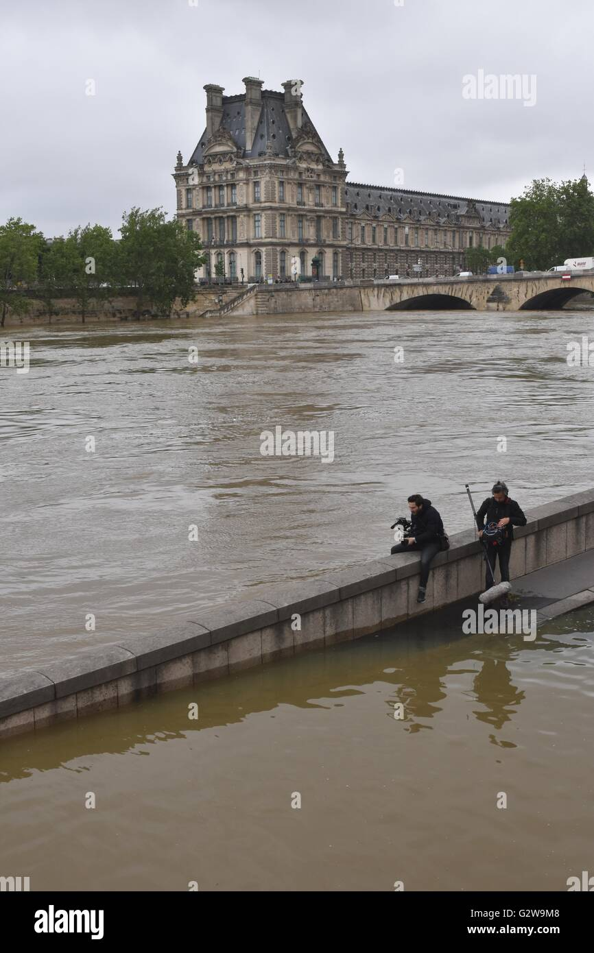 Paris, France. 3rd June, 2016. Two photographers take photos of Le Louvre Museum on the other side of Seine River - Stock Image