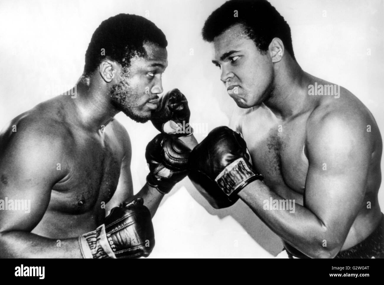 FILE - An undated file picture shows US heavyweight boxers Muhammad Ali (R) and Joe Frazier (L) posing in early - Stock Image