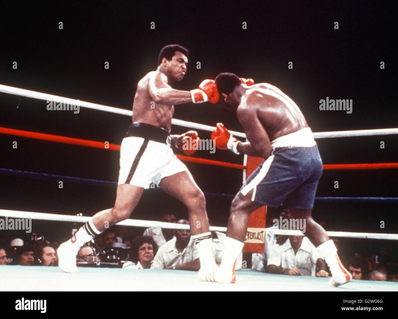 FILE - A file picture dated 30 September 1975 shows US boxer Muhammad Ali (L) hitting the head of his opponent Joe Stock Photo