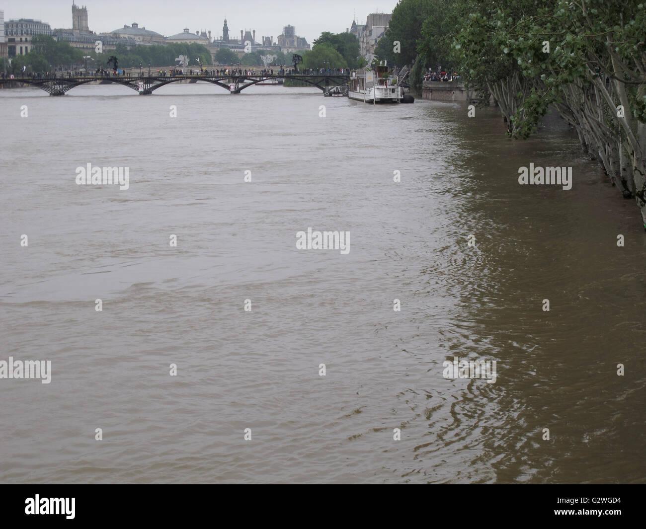 Pont des Arts, flood of the Seine river, June 3, 2016, Paris, France - Stock Image