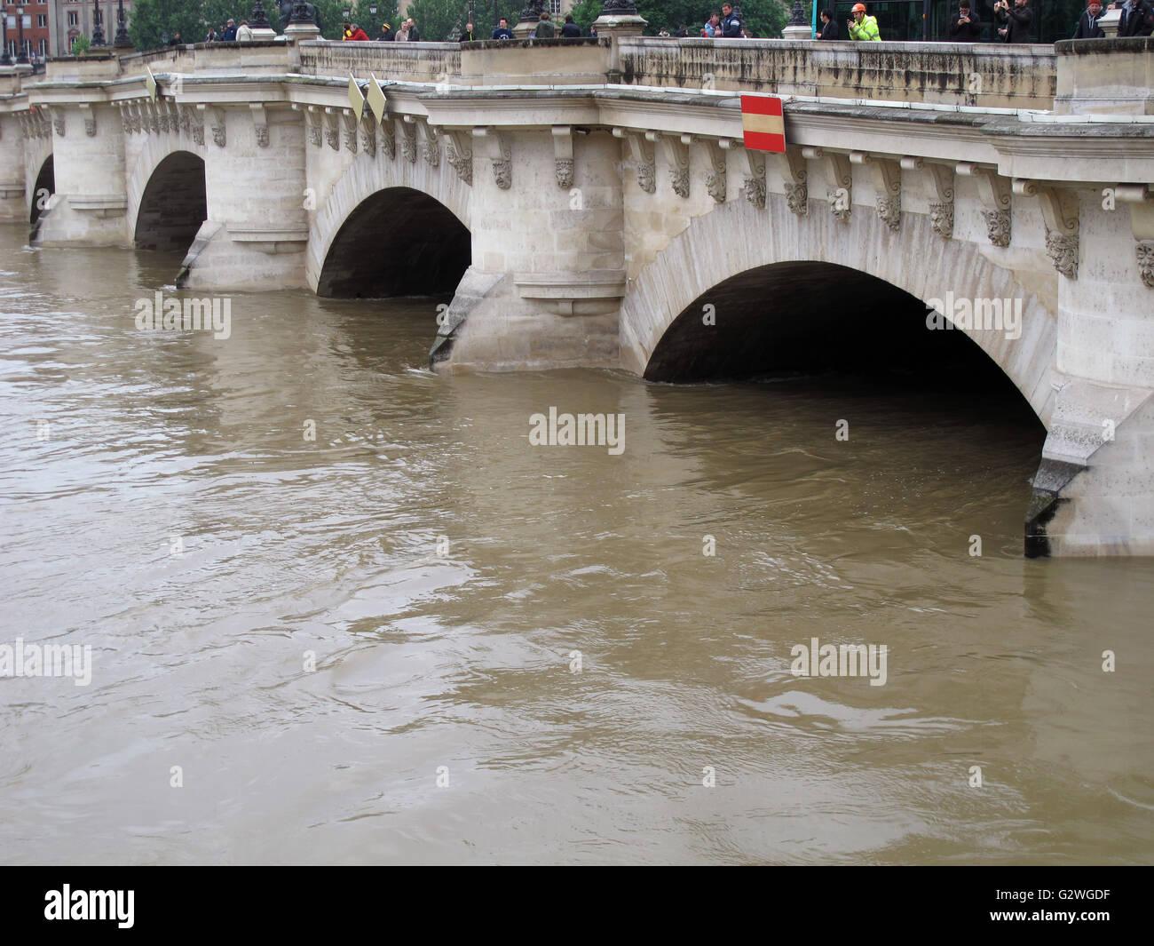 Pont Neuf, flood of the Seine river, June 3, 2016, Paris, France - Stock Image