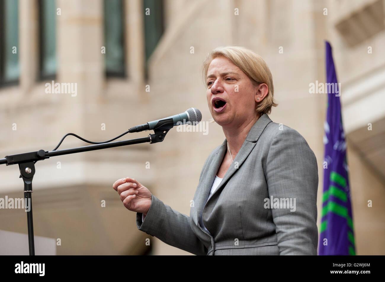 London, UK.  4 June 2016.  Ex Green Party leader, Natalie Bennett, speaks outside the Department of Health as NHS - Stock Image