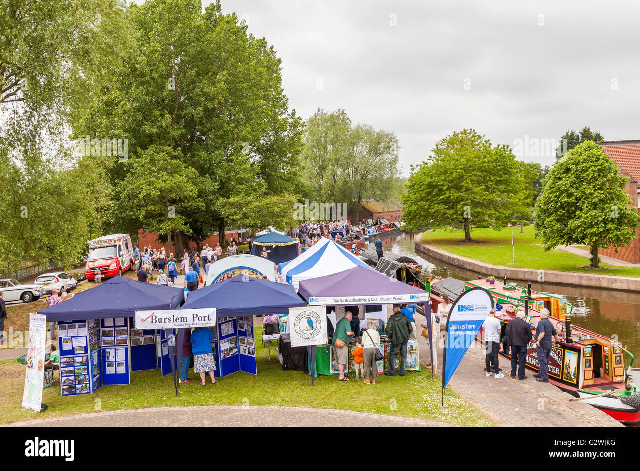 Etruria Canals Festival , Stoke On Trent, England, UK - Saturday 4th June 2016. Visitors enjoying a fun packed day - Stock Image