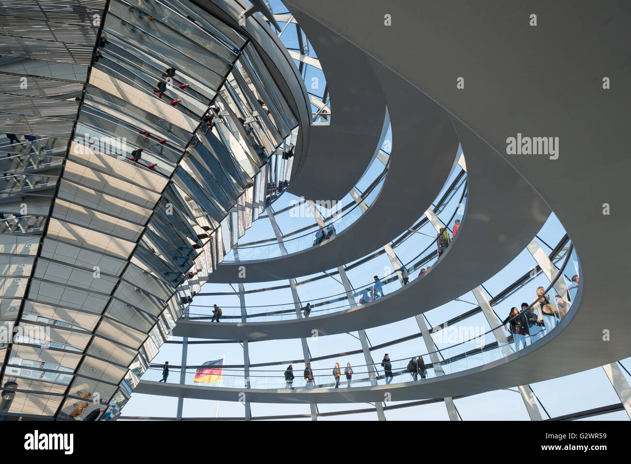 27.10.2015, Berlin, Berlin, Germany - The glass dome on the Reichstag building, the seat of the German Bundestag. Visitors to the spiral leading upward rise, other visitors are reflected in the Mittelsaeule the Reichstag dome. The architect of mordernen dome is Sir Norman Foster. 0JL151027D077CAROEX.JPG - NOT for SALE in G E R M A N Y, A U S T R I A, S W I T Z E R L A N D [MODEL RELEASE: NO, PROPERTY RELEASE: NO, (c) caro photo agency / Lederbogen, http://www.caro-images.com, info@carofoto.pl - Any use of this picture is subject to royalty!] Stock Photo