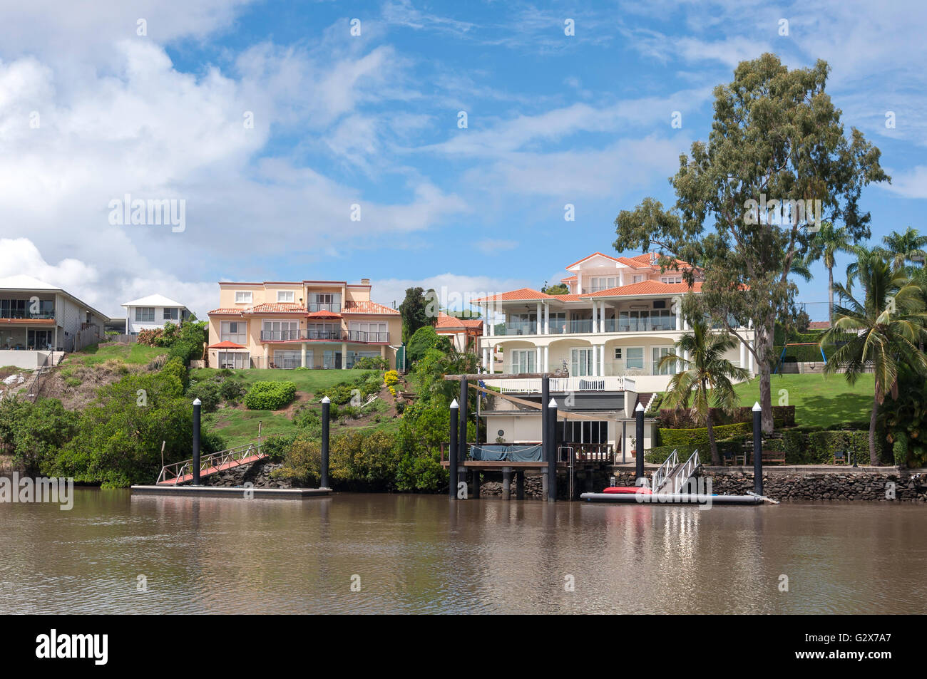 Luxury riverside houses on Brisbane River, Fig Tree Pocket, Brisbane, Queensland, Australia - Stock Image