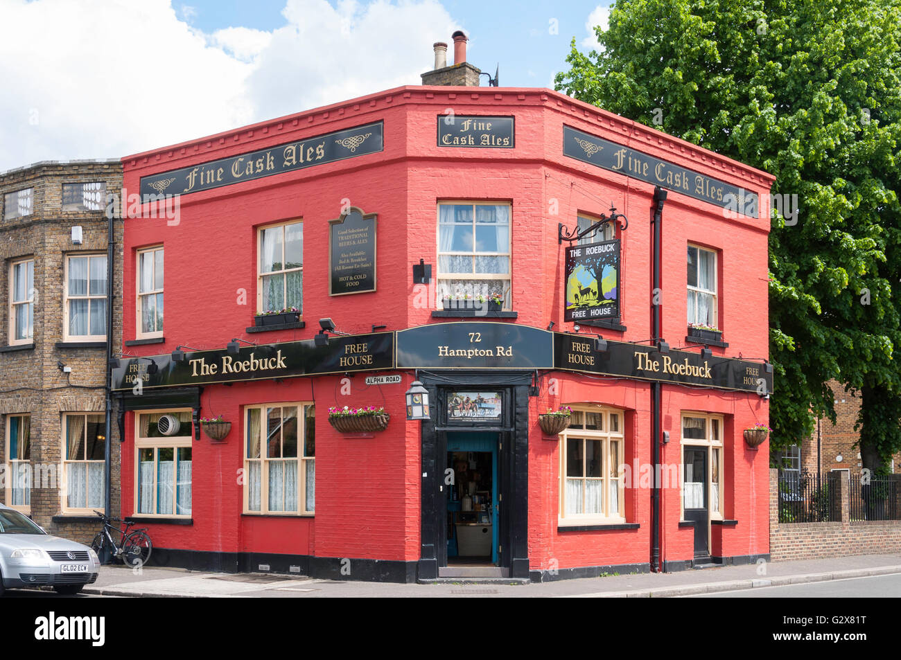 Roebuck Pub, Hampton Road, Hampton Hill, London Borough of Richmond upon Thames, Greater London, England, United - Stock Image