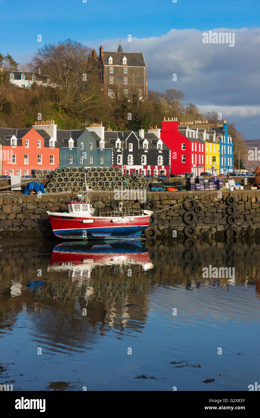 tobermory harbour on the isle of mull - Stock Image