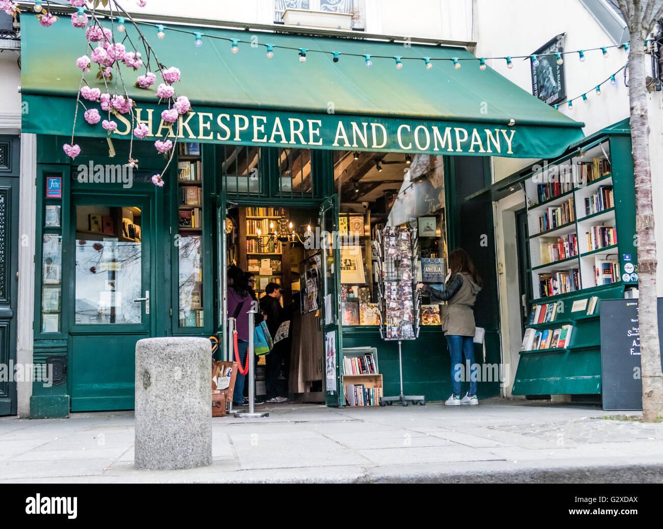 Shakespeare and Company bookstore, Paris - Stock Image