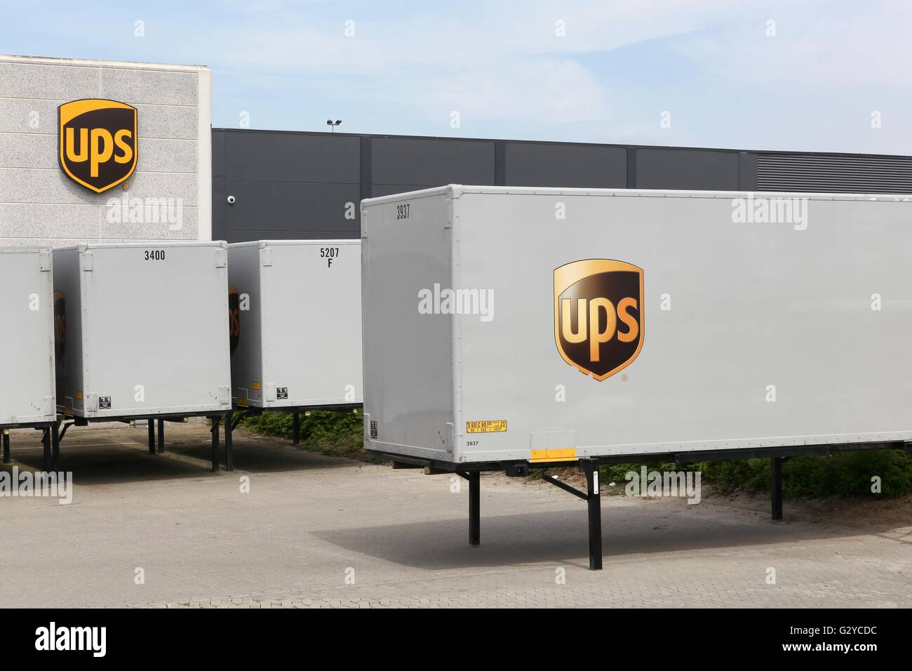 UPS logistics center - Stock Image