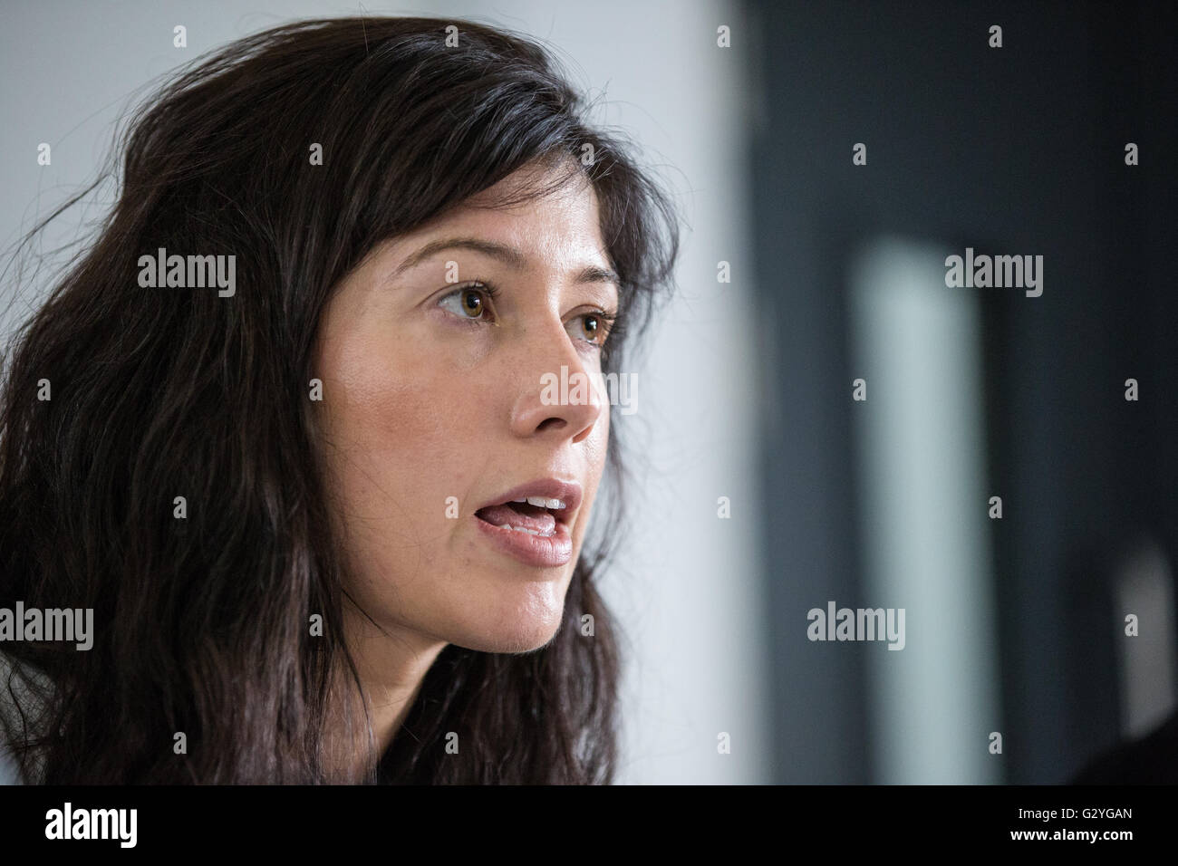 London, UK. 4th June, 2016. Rachel Harger of Defend The Right To Protest and trainee civil liberties lawyer addresses - Stock Image