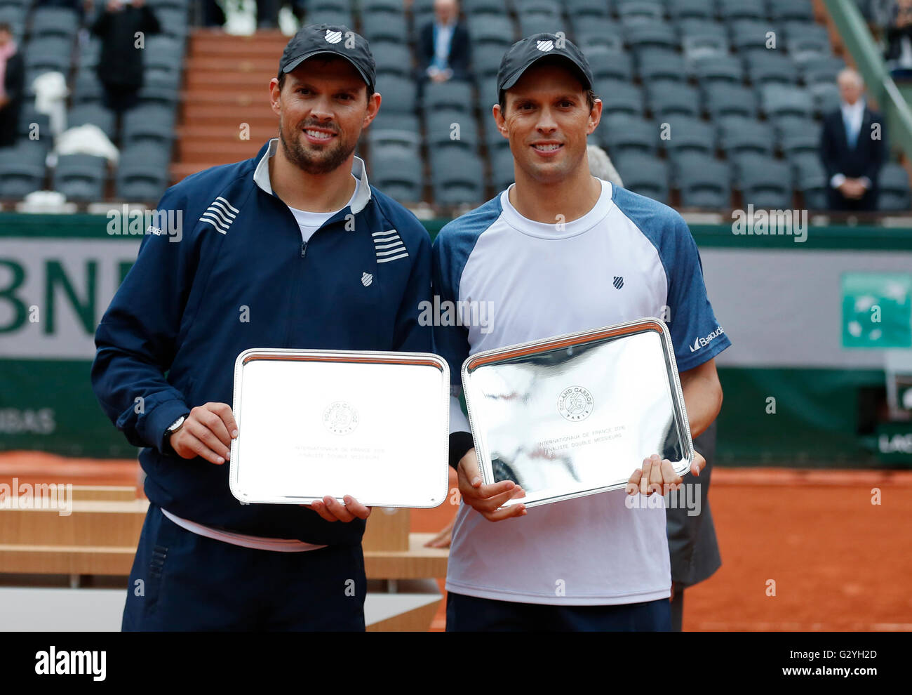 Paris, France. 4th June, 2016. Mike Bryan and Bob Bryan of the United States pose with the trophies during the awarding - Stock Image