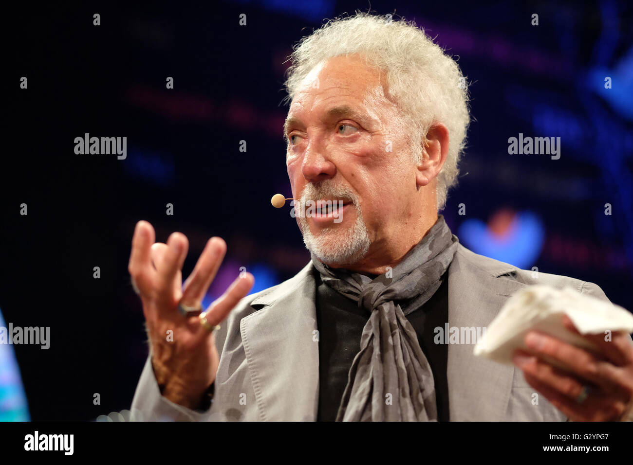 Hay Festival, Wales, UK - Sunday 5th June 2016 -  Tom Jones on stage at the Hay Festival before a sell out audience - Stock Image