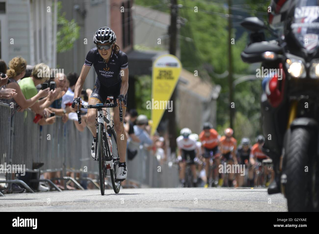 Philadelphia, Pennsylvania, USA. 5th June, 2016. ELISA LONGO BORGHINI of Italy, with team Wiggle high5 wins the Stock Photo