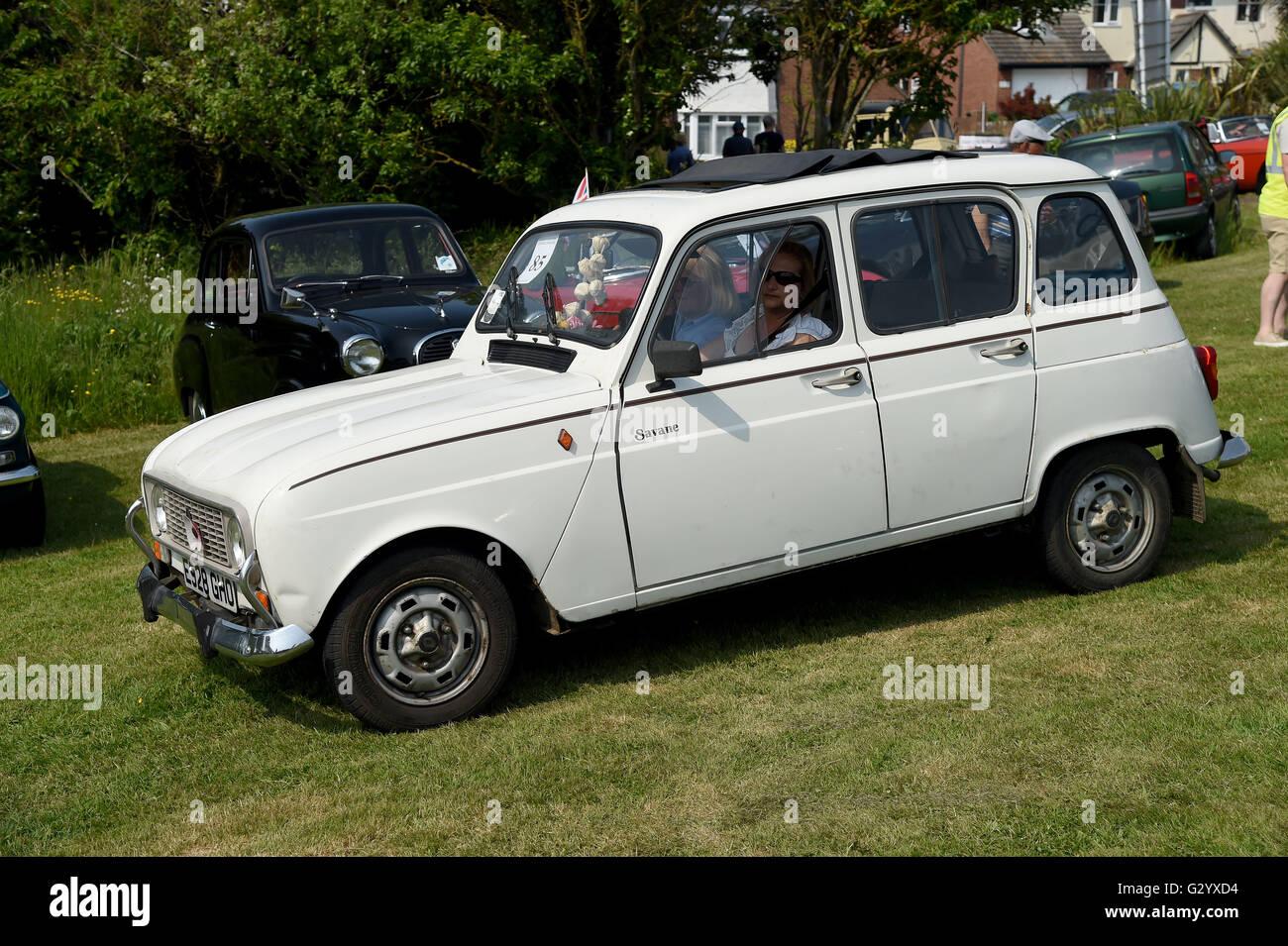 Weymouth, Dorset, UK. 05th June, 2016. 1995 Renault. The Hardy Stock ...