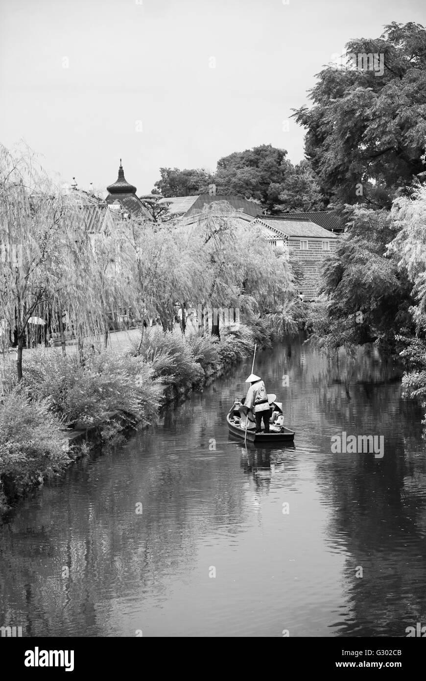 6e32f1960387 Tourists on Traditional boat in Kurashiki (Okayama