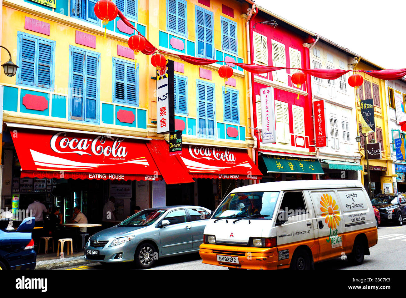 Colorful windows & shop-fronts at Chinatown, Singapore - Stock Image