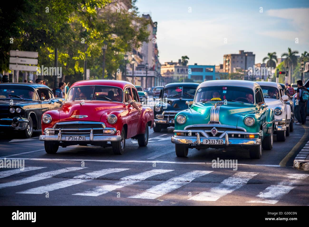 Classic 1950s American cars, Paseo di Marti, La Habana Vieja (Old Havana), Havana, Cuba, West Indies, Caribbean, - Stock Image