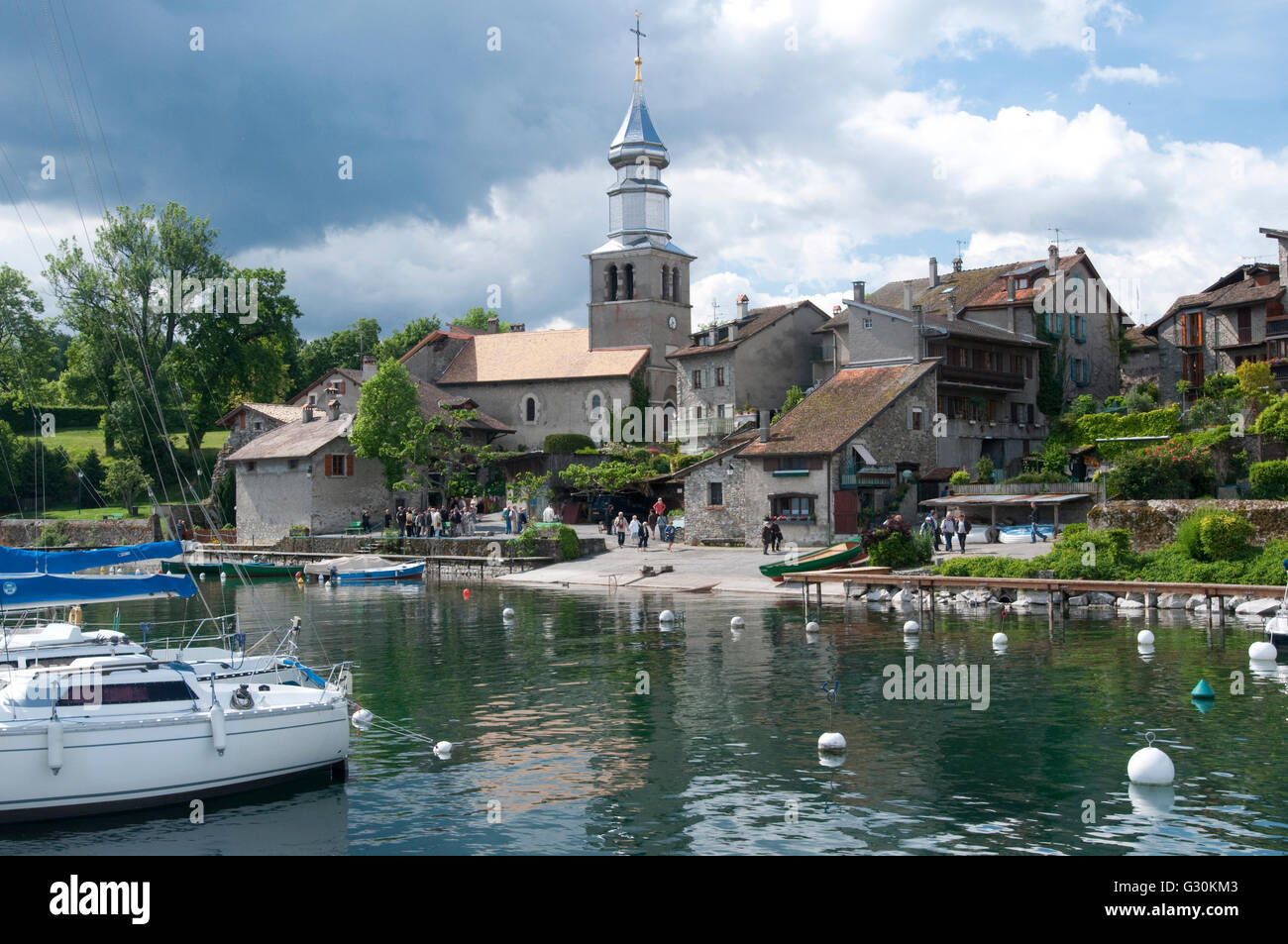 France, Rhone-Alpes, Haute-Savoie, Yvoire, village on Lake Geneva (Lac Leman) - Stock Image
