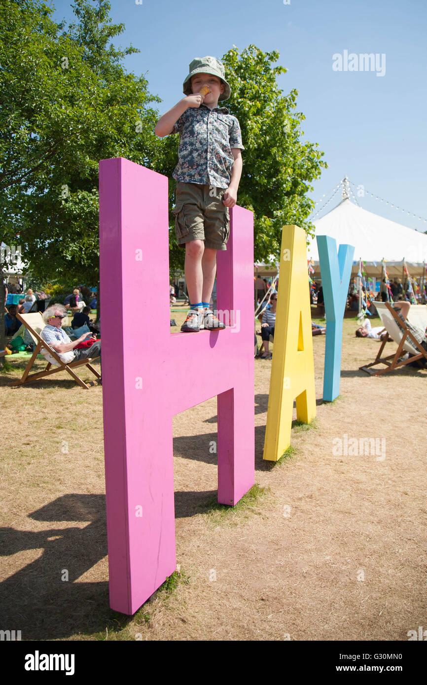 Enjoying an ice cream at the Hay Festival 2016 - Stock Image