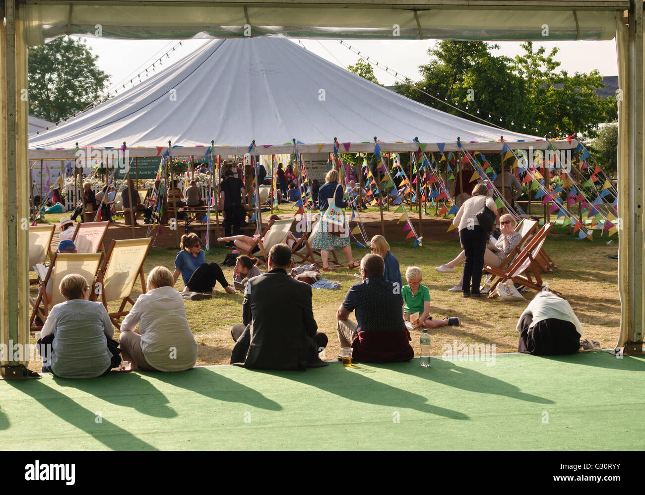 Hay-on-Wye, Wales, UK. Visitors enjoying the fine summer weather at the 2016 Hay Festival of Literature & the - Stock Image