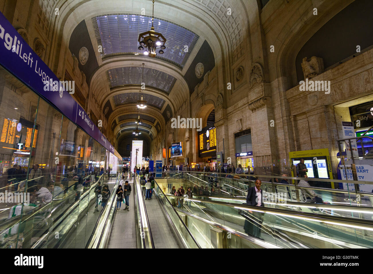 Milano Centrale railway station : Cross Hall, Italy, Lombardei, Lombardy, , Mailand, Milan - Stock Image