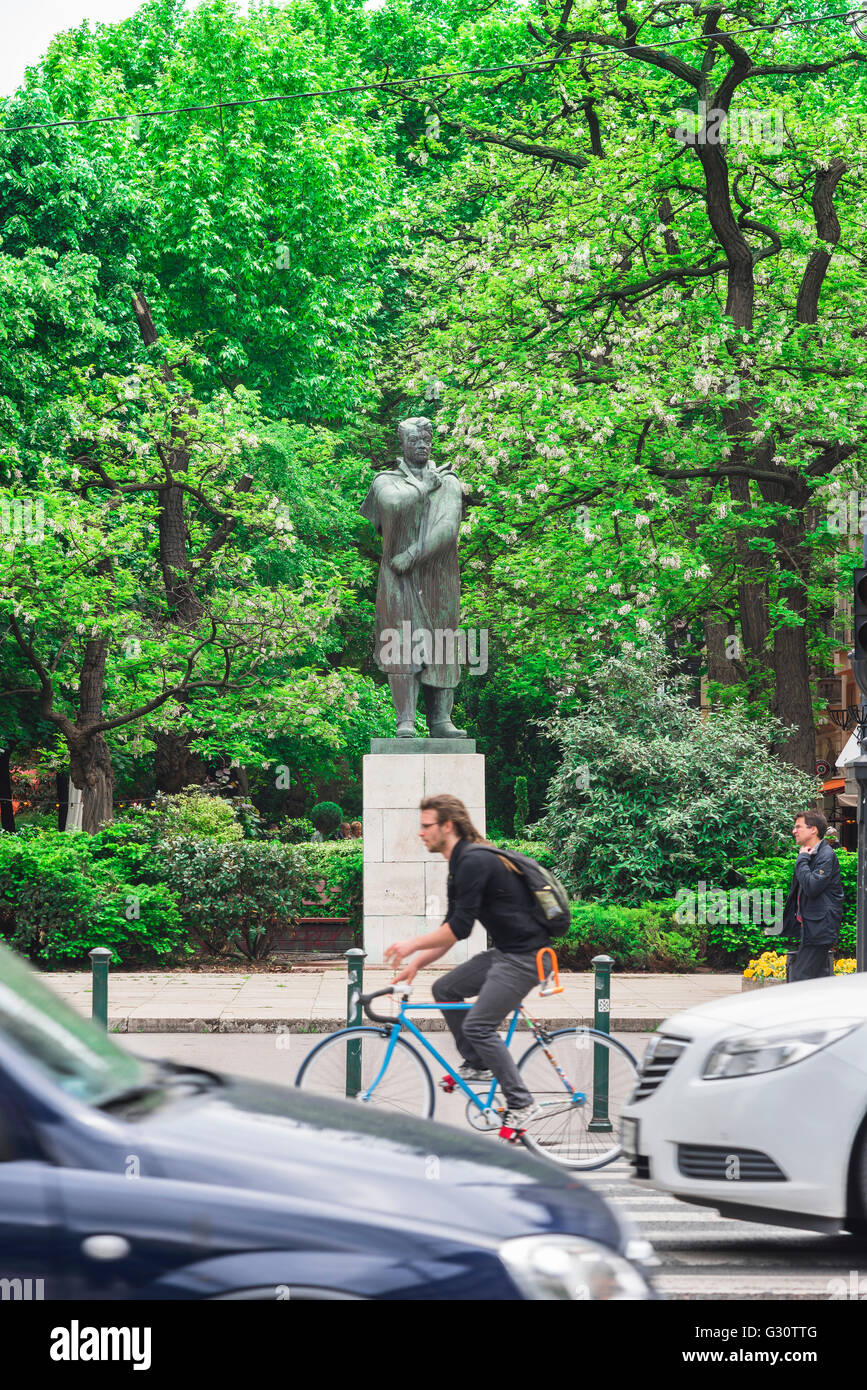 Statue of the Hungarian poet Endre Ady along Andrassy ut, a busy road in the  Terezvaros district of Budapest. - Stock Image