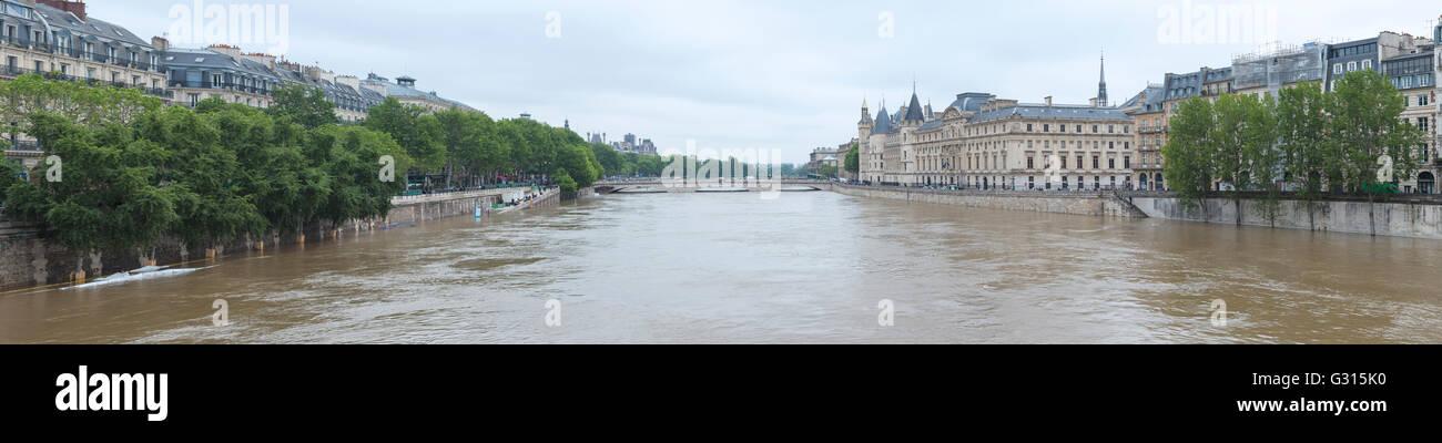 Flood in Paris, panorama Conciergerie, Pont au Change, quai de la Megisserie, 2016 - Stock Image