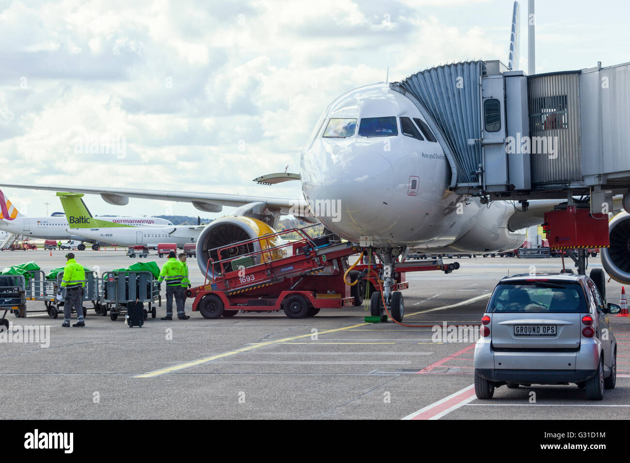 Ground service for Airbus plane operated by spanish low-cost carrier Vueling Airlines SA at Hamburg airport - Stock Image