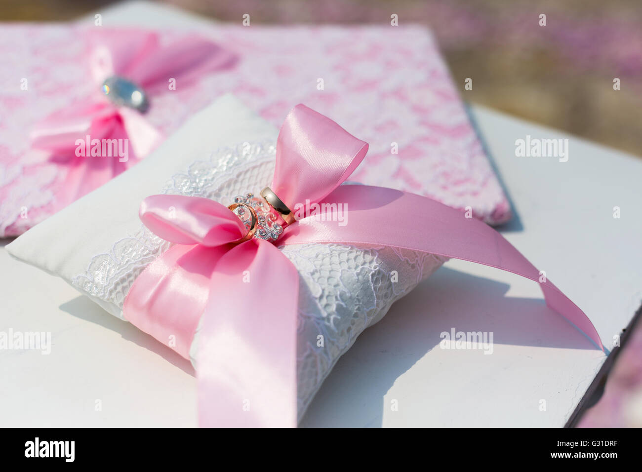 Wedding Pillow Stock Photos & Wedding Pillow Stock Images - Alamy