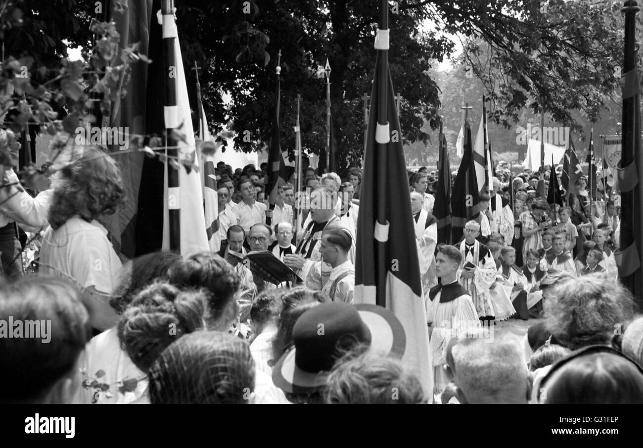 Dresden, DDR, Corpus Christi procession in the large garden - Stock Image