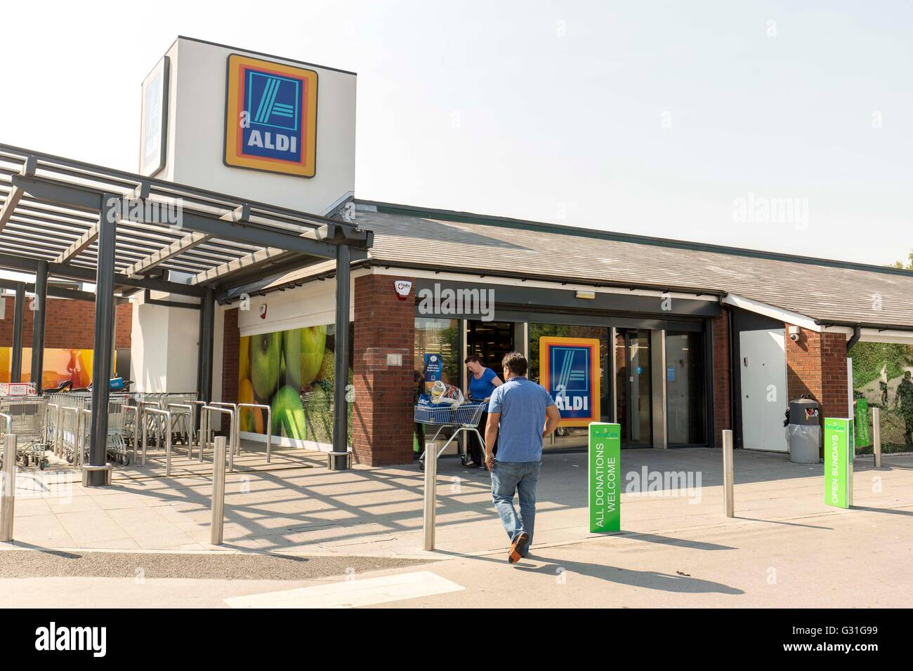 Exterior of Aldi  Irlam O'Th'Height store. - Stock Image