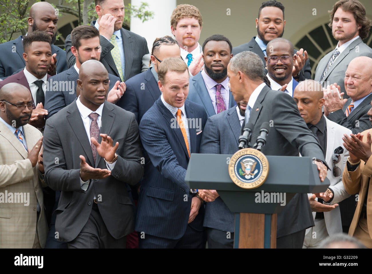 Washington DC, USA. 06th June, 2016. President Obama holds up a Denver Broncos jersey given to him by the 50th Super - Stock Image
