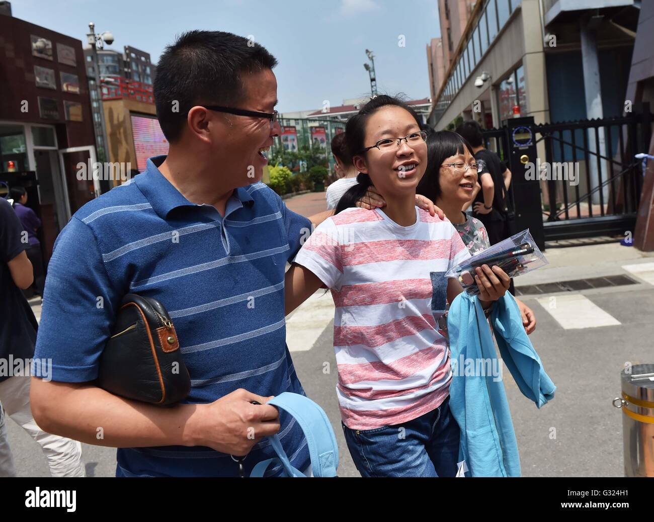 Beijing, China. 7th June, 2016. A candidate, accompanied by her parents, leaves an exam site after finishing the - Stock Image