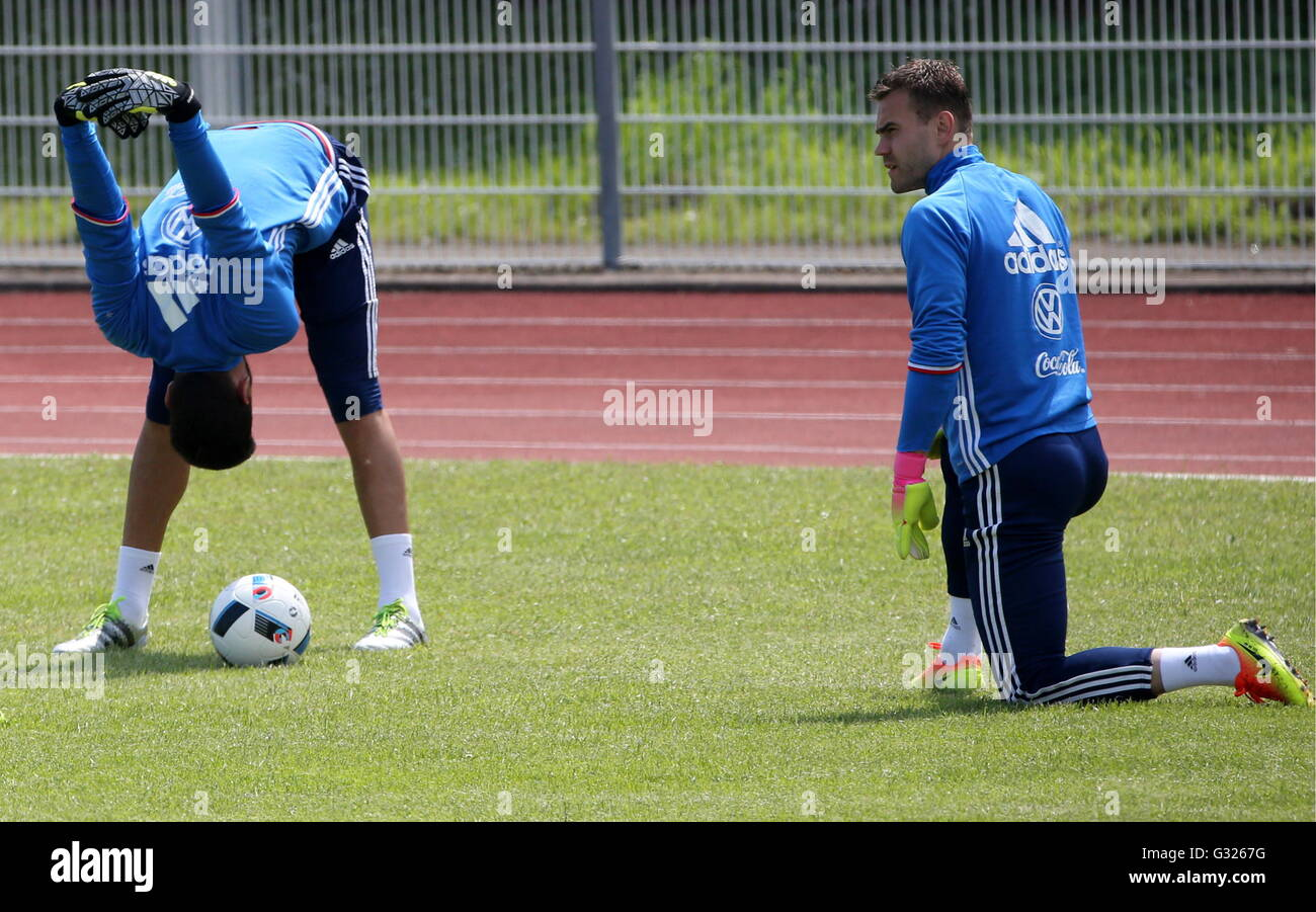 CROISSY-SUR-SEINE, FRANCE - JUNE 7, 2016: Goalkeepers Guilherme Marinato (L) and Igor Akinfeev of the Russian men's - Stock Image