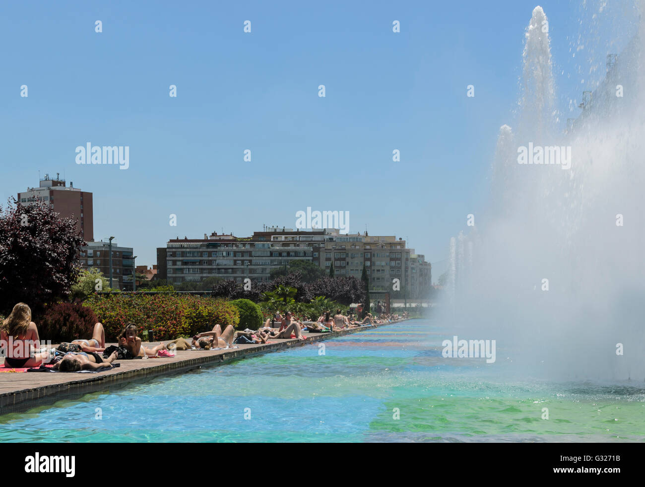 Madrid, Spain. 7th June 2016.  People view in a swimming pool of Canal Isabel II due to the hot weather, Madrid, - Stock Image