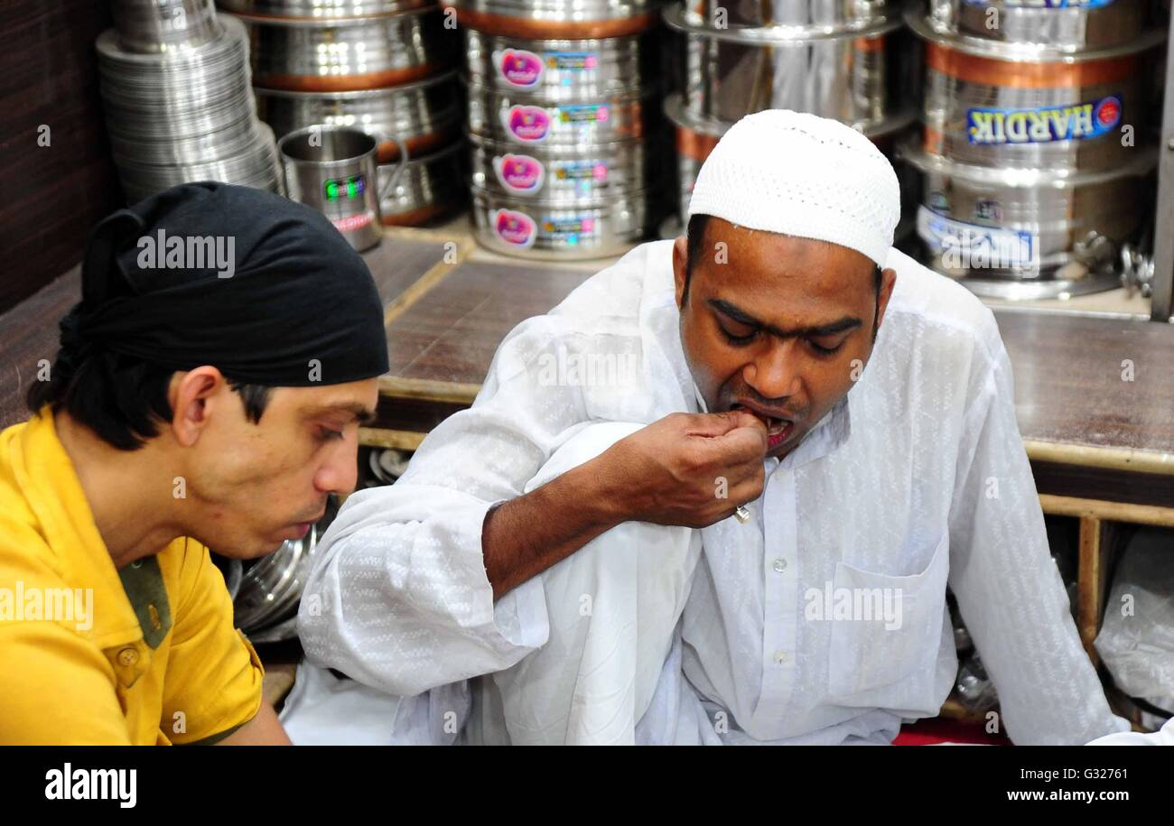 allahabad india 07th june 2016 muslim people eating as they rh alamy com june 10th 2018 sunday homily june 10th 2018 weather