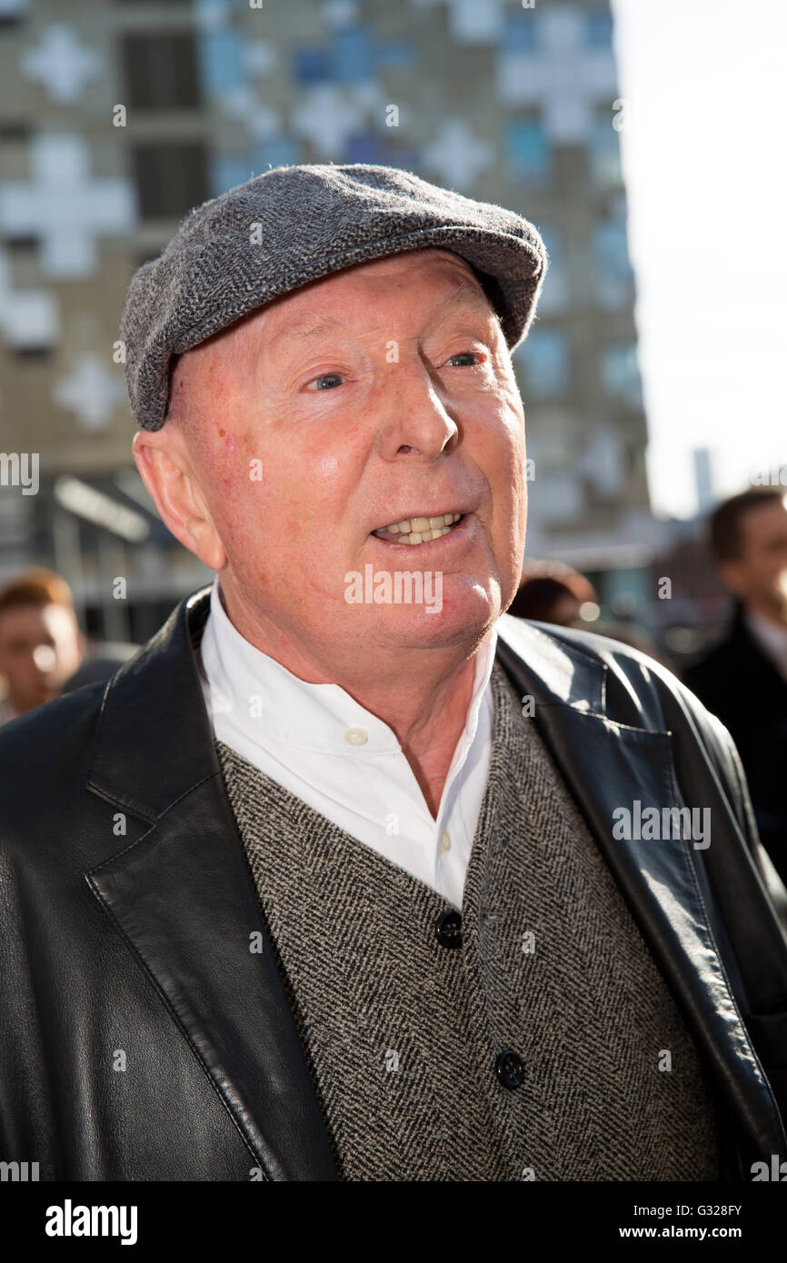 Comedian Jasper Carrot at the premiere of Peaky Blinders Series three at the Mailbox Birmingham dressed as a Peaky - Stock Image