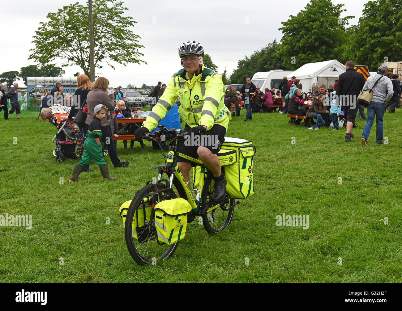 Staffordshire St John Ambulance cycle response unit officer - Stock Image