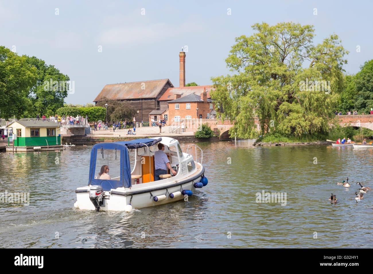Boating on the River  Avon, Stratford upon Avon, Warwickshire, England, UK - Stock Image