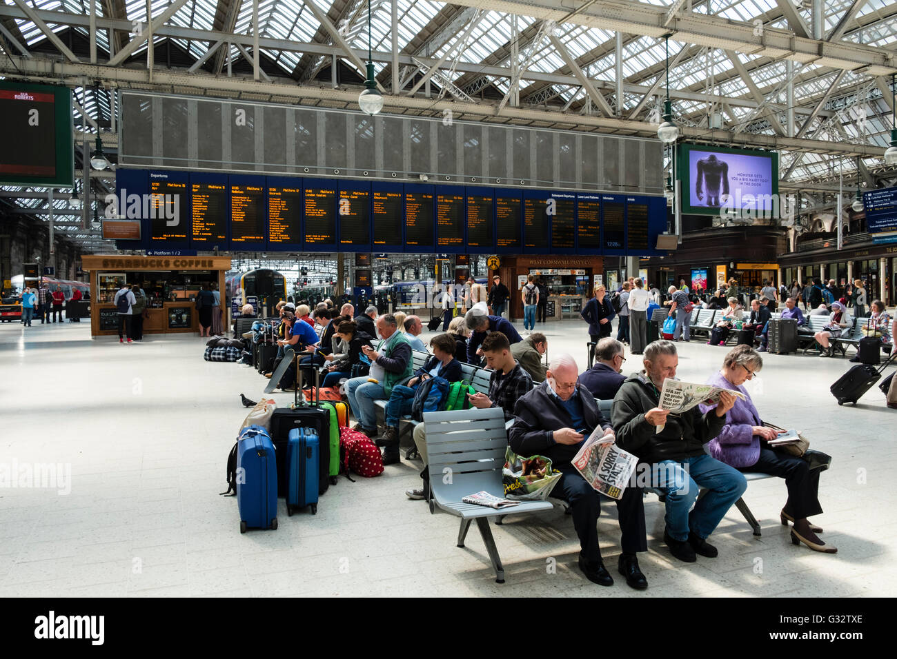 busy public concourse at Glasgow Central Station in Glasgow United Kingdom - Stock Image